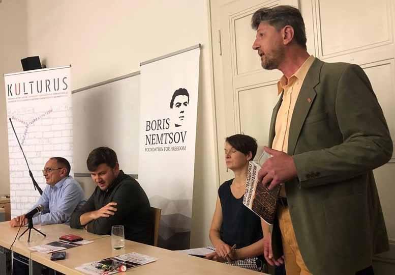 """Diskussion """"Moderne russische Sprache: eine Mischung aus dem Gefängnisjargon und der staatlichen Rhetorik. Widerstehen oder schweigen?""""  Im Rahmen des KULTURUS Festivals"""